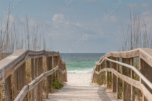 Photo Wooden Boardwalk leading to the beach.