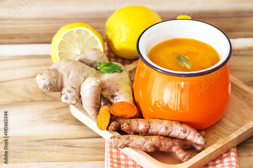 Photo  a cup of Turmeric Tea with lemon and ginger , Benefits for reduce Inflammation ,