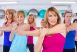 HEALTY GROUP WOMEN EXERCISING