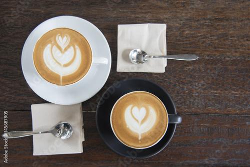 Foto op Plexiglas Latte art heart shape coffee cup on wooden table background before breakfast