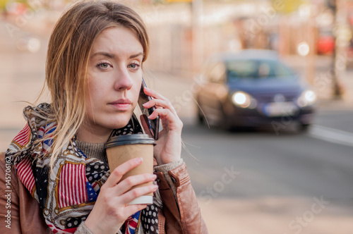 Photo City lifestyle business woman using smartphone
