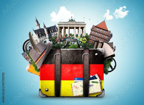 Zdjęcie XXL Niemcy, niemieckie zabytki, podróż i retro walizka