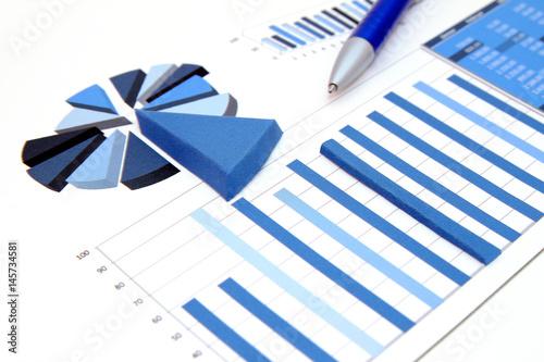 Fotografía  Statistik mit realem 3d-Diagrammstücken