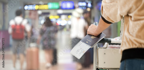 Fotografía  Closeup of girl holding passports and boarding pass at airport