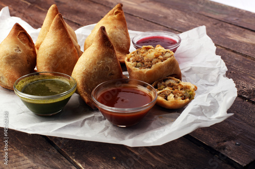Valokuva  Indian special traditional street food punjabi samosa