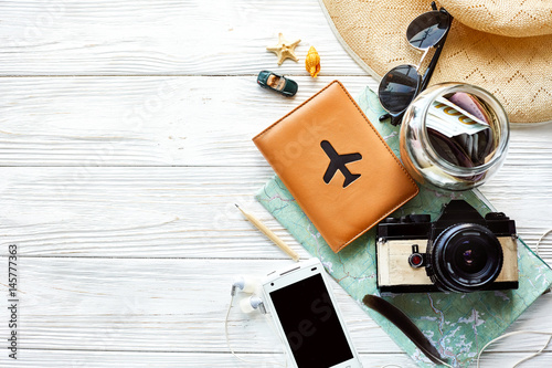 Fotografía  summer travel wanderlust concept, space for text, flat lay