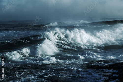 Poster Mer / Ocean Big stormy ocean wave. Blue water background