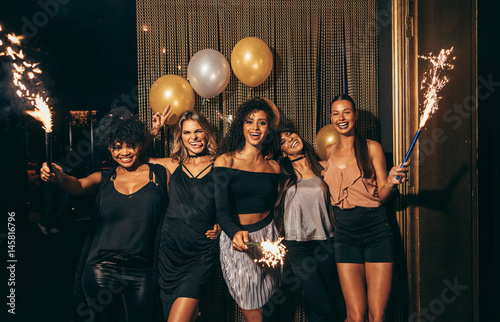 Girls celebrating new years eve at the nightclub Canvas Print