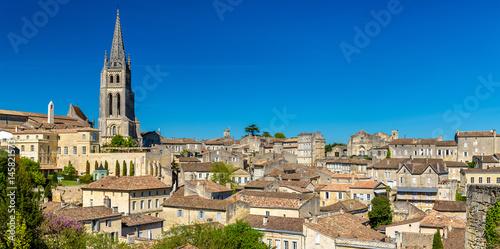 Carta da parati Cityscape of Saint-Emilion town, a UNESCO heritage site in France