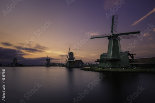 Windmills in Zaanse Schans, a collection of well-preserved historic windmills an Plakat
