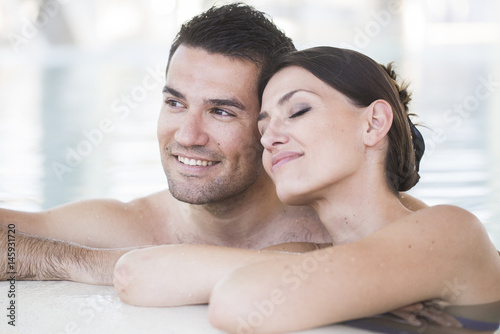 Valokuva  Young couple relaxing in thalassotherapy thermal water