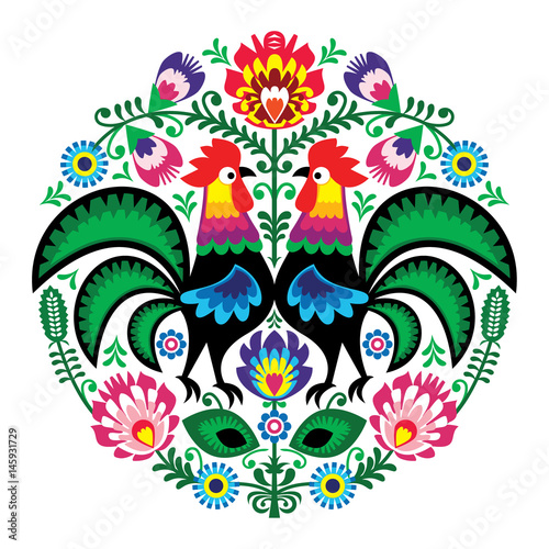 Photo Polish folk art floral embroidery with roosters, traditional pattern - Wycinanki
