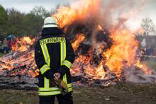 Feuerwehr Am Osterfeuer