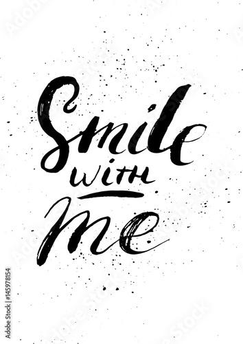usmiechnij-sie-ze-mna-recznie-malowana-kaligrafia-z-kaligrafia