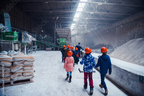 Photo  children on the tour at the factory