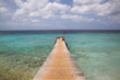 Traumhaftes karibisches Meer mit Steg