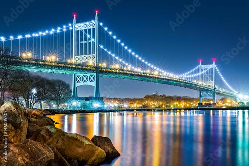 oswietlony-wieczorem-nowojorski-most-robert-f-kennedy-bridge