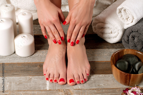 Crédence de cuisine en verre imprimé Pedicure Female feet in spa salon, pedicure procedure