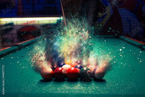 Billiard balls break up into particles and fracture when broken Fotobehang