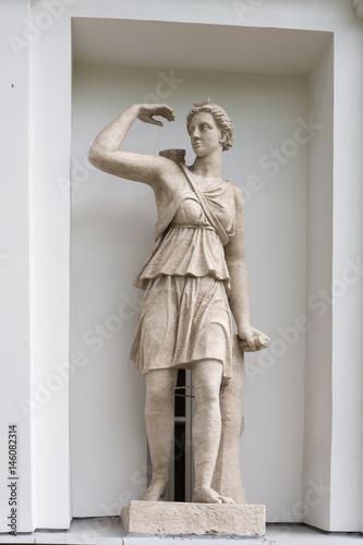 Zdjęcie XXL Bogini Artemida. Statua Pudozh kamień w niszach Kuchenni korpusy Elagin wyspy pałac i parka kompleks w St. Petersburg