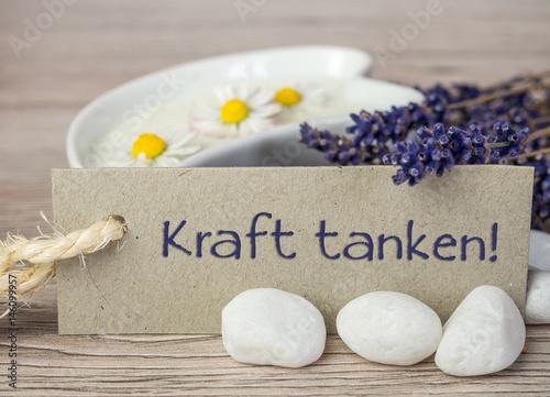 Fotografia  Kraft tanken mit Lavendelcreme