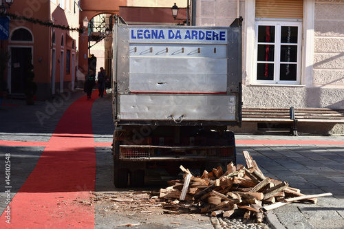 Fotografia, Obraz  Delivery of firewood
