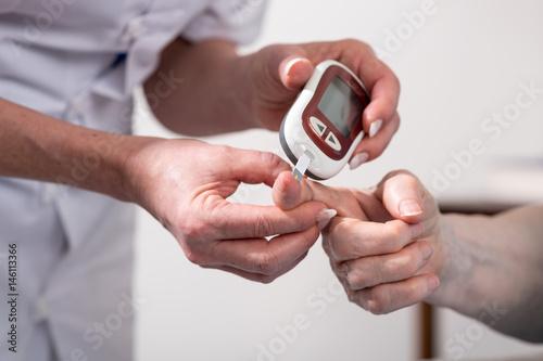 Fotomural Blood sugar level checking