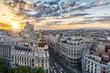 Die Skyline von Madrid, Spanien, bei Sonnenuntergang