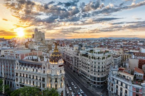 Foto op Plexiglas Madrid Die Skyline von Madrid, Spanien, bei Sonnenuntergang