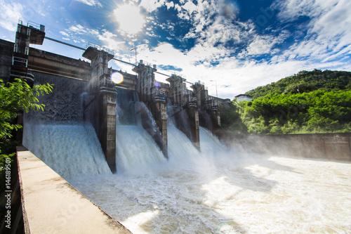 Dam water release Fototapet