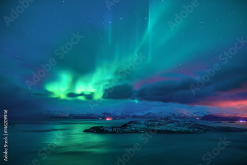 Photo sur Toile Aurore polaire Aurora borealis the northern lights