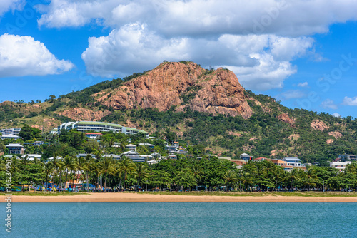 Foto op Aluminium Heuvel A view from the water of Castle Hill in the center of Townsville, Queensland, Australia