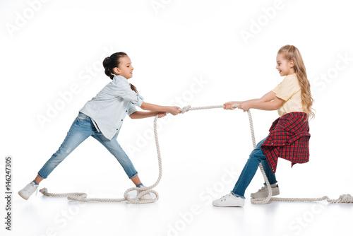 Fotografie, Obraz  Girls play tug of war