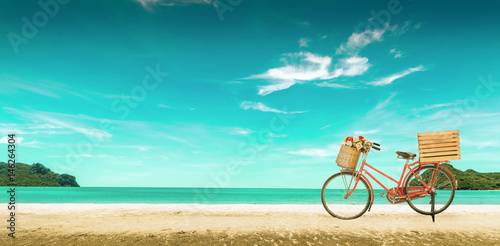Türaufkleber Fahrrad Red vintage bicycle on white sand beach over blue sea and clear blue sky background, spring or summer holiday vacation concept,vintage style.
