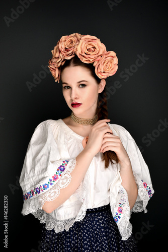 Fotografia  girl in folklore costume