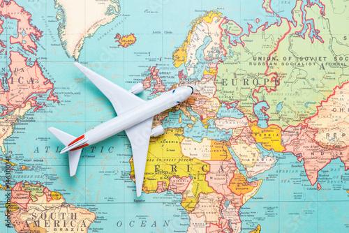 Obraz na dibondzie (fotoboard) Podróżować. Wycieczka. Wakacje - widok z góry samolot z mapy turystycznej