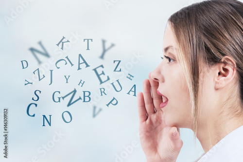 Fotografía  Woman talking with alphabet letters coming out of her mouth