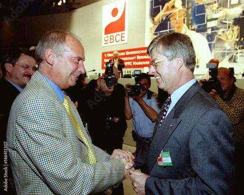 Klaus Suedhofer (L), second chairman of the new German Union