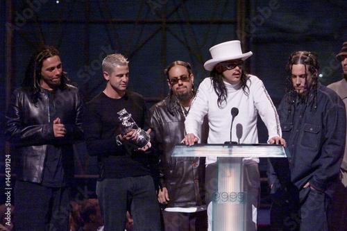 KORN WINS BEST ROCK VIDEO AT 1999 MTV MUSIC AWARDS
