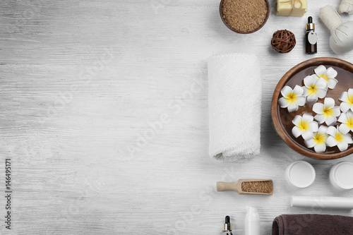 Poster Frangipanni Beautiful spa composition on wooden background