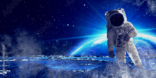 Tuinposter Heelal Astronaut in outer space.
