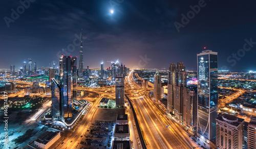 Fototapeta Dubai Downtown Towers Z Shiekh Zayed Road w jednej pięknej nocy panoramiczny widok