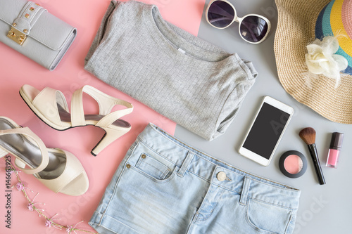 Obraz Fashion summer women clothes set with cosmetics and accessories - fototapety do salonu