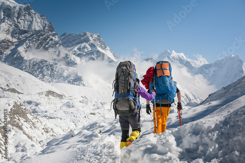 Canvas Print Trekkers crossing Gokyo glacier in Khumbu valley on a way to Everest Base camp