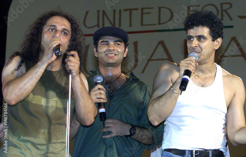 PAKISTANI VOCALIST FROM JUNOON BAND PERFORMS WITH SINGERS OF