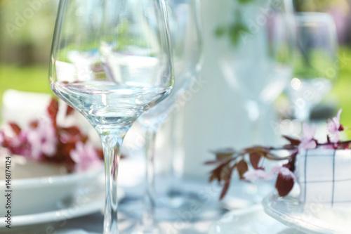 Stickers pour porte Pique-nique Wine glass on served festive table, closeup