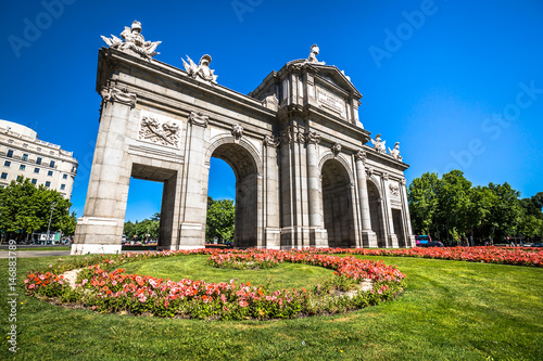 Spoed Foto op Canvas Theater Alcala Gate (Puerta de Alcala) - Monument in the Independence Square in Madrid, Spain