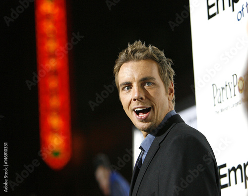 cast member dax shepard attends the world premiere of employee of