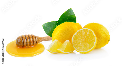 Photo  lemon and wooden honey dipper isolated on white background