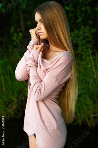 Fotografía  femininity girl teenager with luxurious long hair